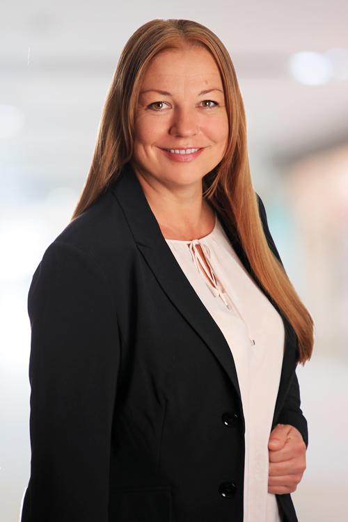 Ihre Ansprechpartnerin für IT-Jobs: Karin Hassfurther